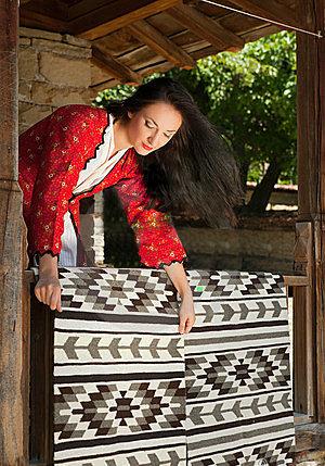bulgarian-woman-carpets